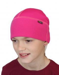 Funkční čepička vhodná pod přilbu nebo helmu s plochými švy pro děti.