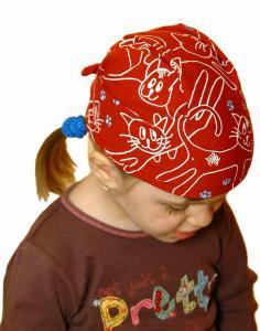 Dětský pirát trojúhelníkový šátek skořicový vzor Kočky